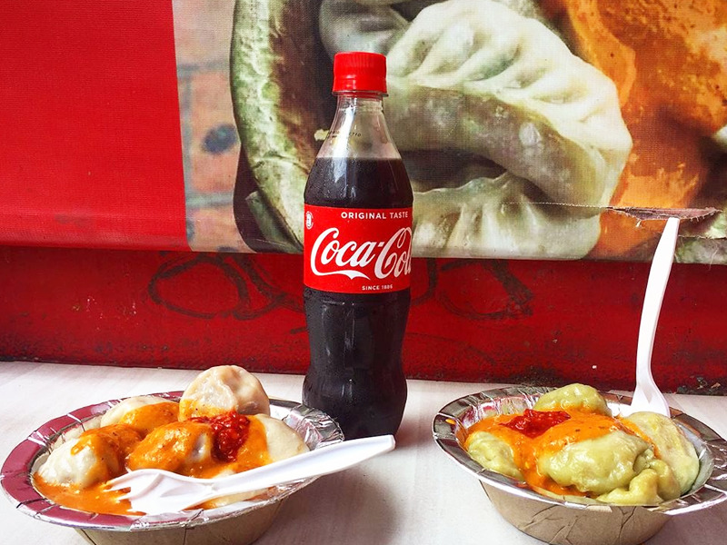 momos with coke